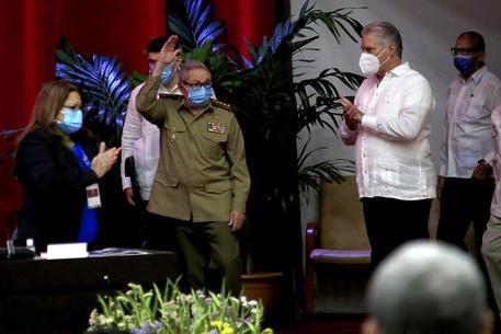 Cuba: Raul si dimette, finisce l'era dei Castro ma non la continuità dell'immagine