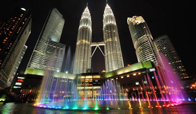 Tempat percutian menarik di Kuala Lumpur - Menara Berkembar Petronas