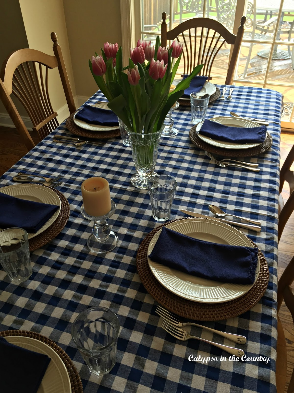 Casual blue and white table