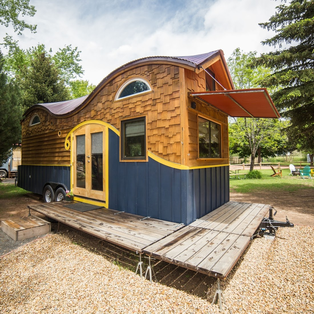 13-Front-Exterior-View-WeeCasa-The-Pequod-Tiny-House-Architecture-www-designstack-co