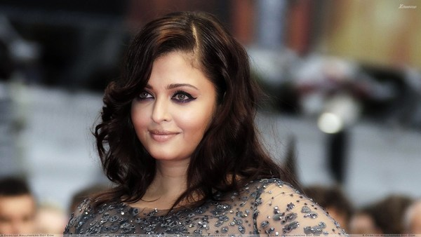 Cosmopolis Cannes Aishwarya rai HD pictures  Premiere Side Face