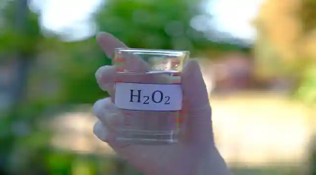 بيروكسيد الهيدروجين لتبيض الاسنان بسرعة