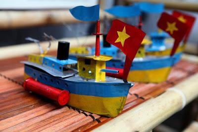 Tàu Thủy Sắt Tây Đồ Chơi Trung Thu Con Nhà Giàu Xưa