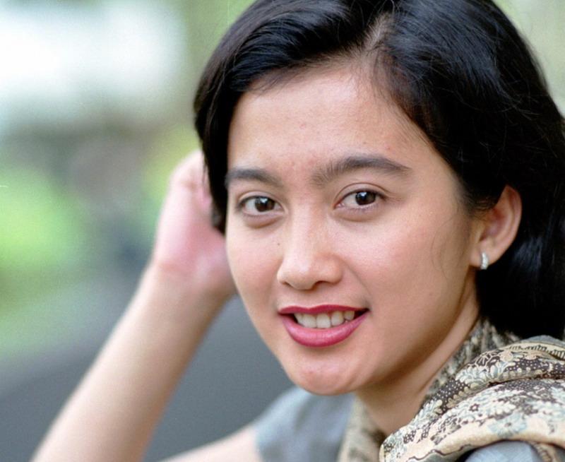 beautiful women: Desy Ratnasari