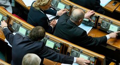 """Зеленский внес в парламент законопроект об уголовной ответственности за """"кнопкодавство"""""""
