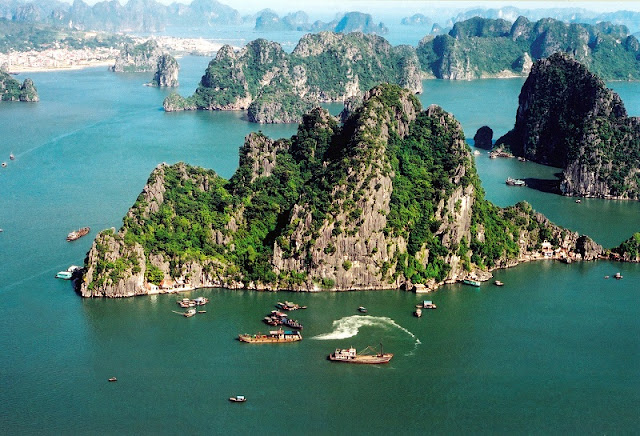 HA LONG BAY - Natural Stone Wonder is Built Between Heaven 1