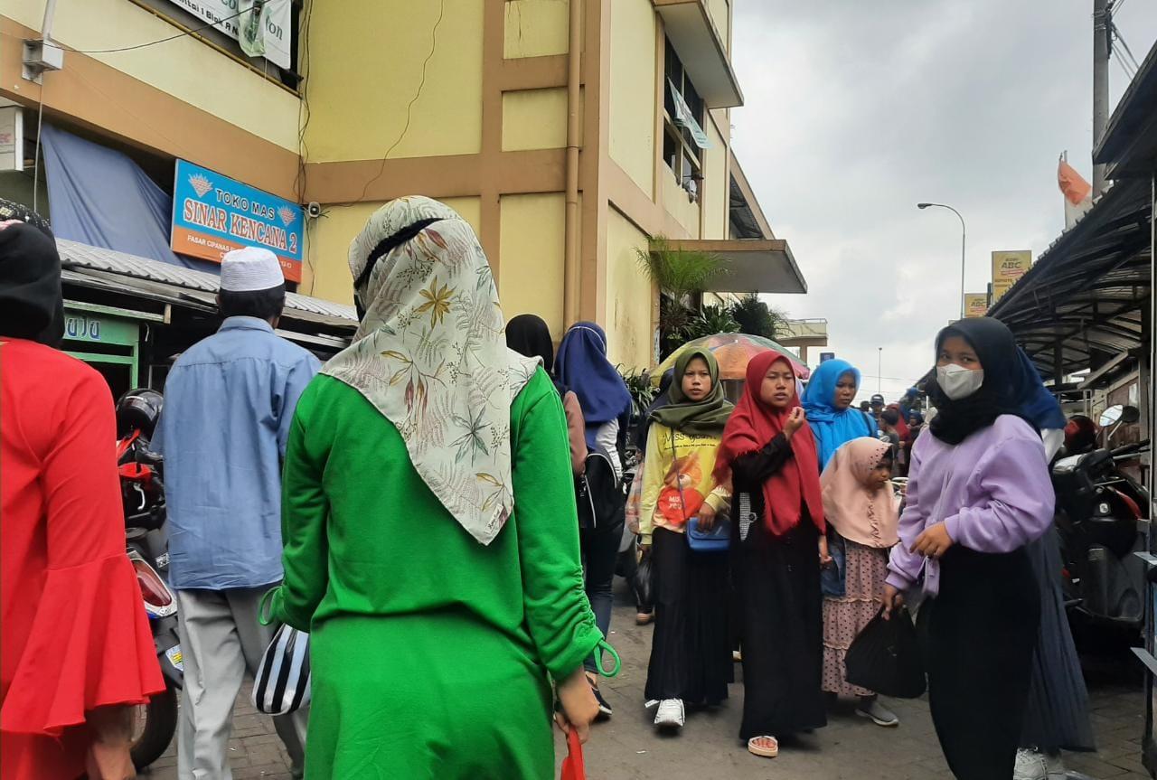 Jelang Puasa, Pasar Cipanas Dipadati Ribuan Pengunjung