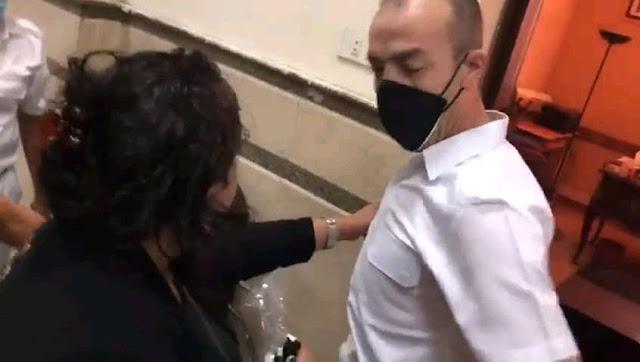 سيدة تعتدي على ضابط لرفضها ارتداء الكمامة