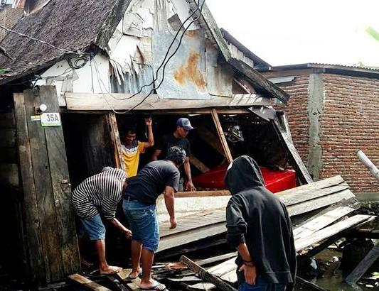 Hujan Dan Angin, Robohkan Sebuah Rumah ,Kayu ,Di Bonehalang, selayar