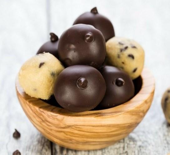 Chocolate Chip Cookie Dough Truffles #desserts #noegg