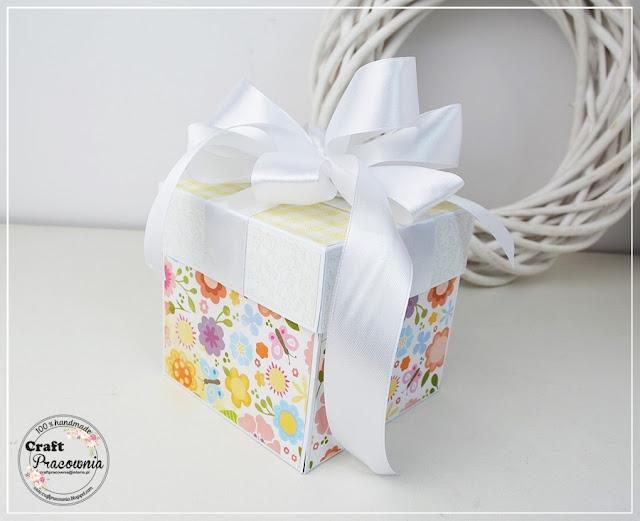 kolorowy box z bobasem