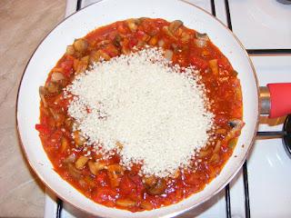 retete tigaie de orez cu legume, retete cu legume si orez, preparate din legume si orez, retete culinare,