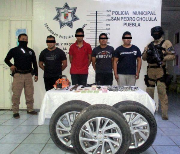 Detiene policía de Cholula a 4 presuntos ladrones