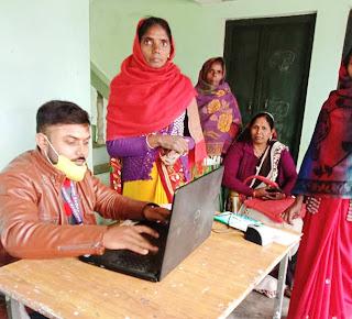 अभियान चलाकर कई परिवारों का बनाया गया गोल्डेन कार्ड  | #NayaSaberaNetwork
