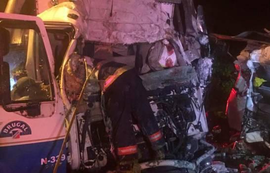 Tres muertos en accidentarse dos camiones en Puerto Plata-VIDEO