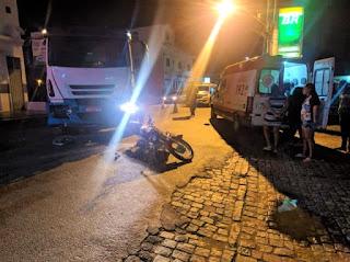 Colisão entre moto e caminhão deixa motociclista ferido em Livramento