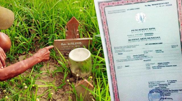 Waluyo (62) yang telah dinyatakan meninggal dan dimakamkan setahun silam, kini tiba-tiba pulang ke rumahnya.