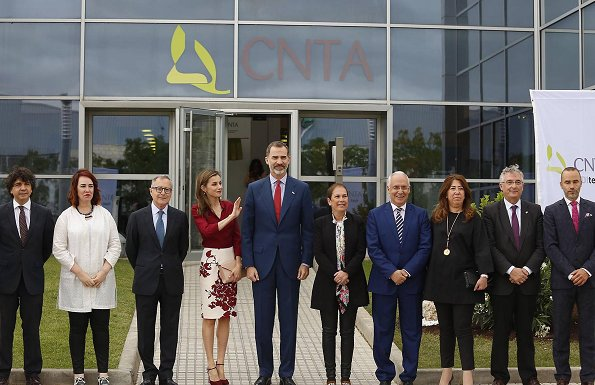 Queen Letizia wore Felipe Varela blouse and floral skirt, Felipe Varela clutch bag, Magrit pumps. National Centre for Technology and Food Safety