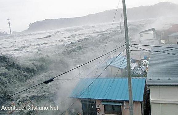 Tsumani destruye ciudad de la costa en Japón