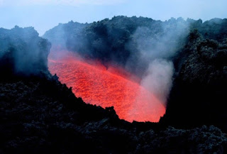Νέο μάγμα συσσωρεύεται στο ηφαίστειο της Σαντορίνης
