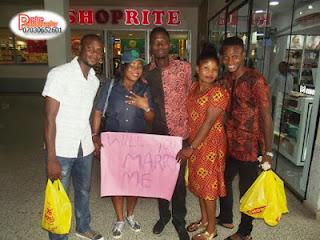 Nigerian Man Propose To His Girlfriend  At Shoprite, Ibadan