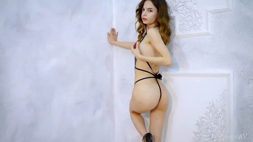 [Stunning 18] Amy - Debora In Motion