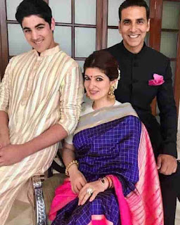 Akshay Kumar With Her Son And Wife