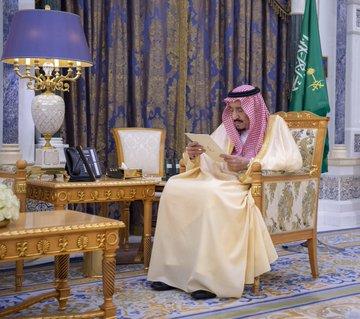 أول ظهور للملك سلمان بن عبد العزيز آل سعود  يطمئن السعوديين بعد شائعة وفاته