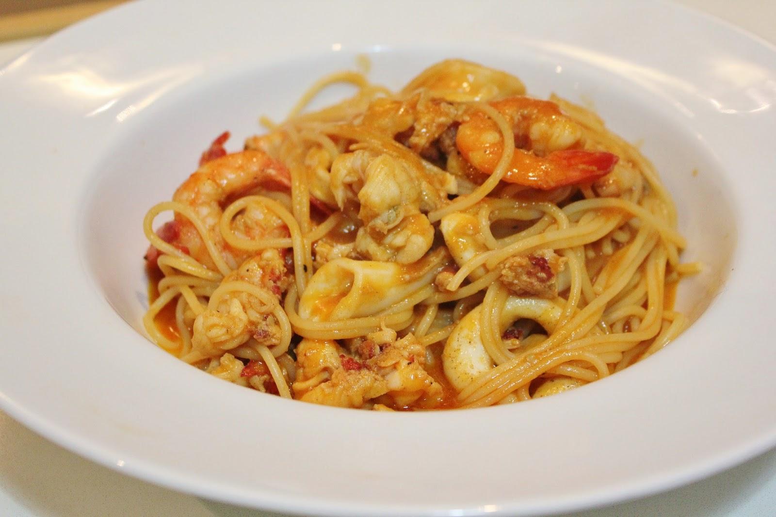 手執刀 The Cooking Surgeon: 龍蝦汁海鮮意粉 Seafood pasta with homemade lobster sauce