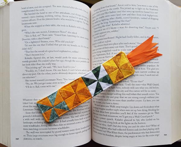pinwheel bookmark | DevotedQuilter.com