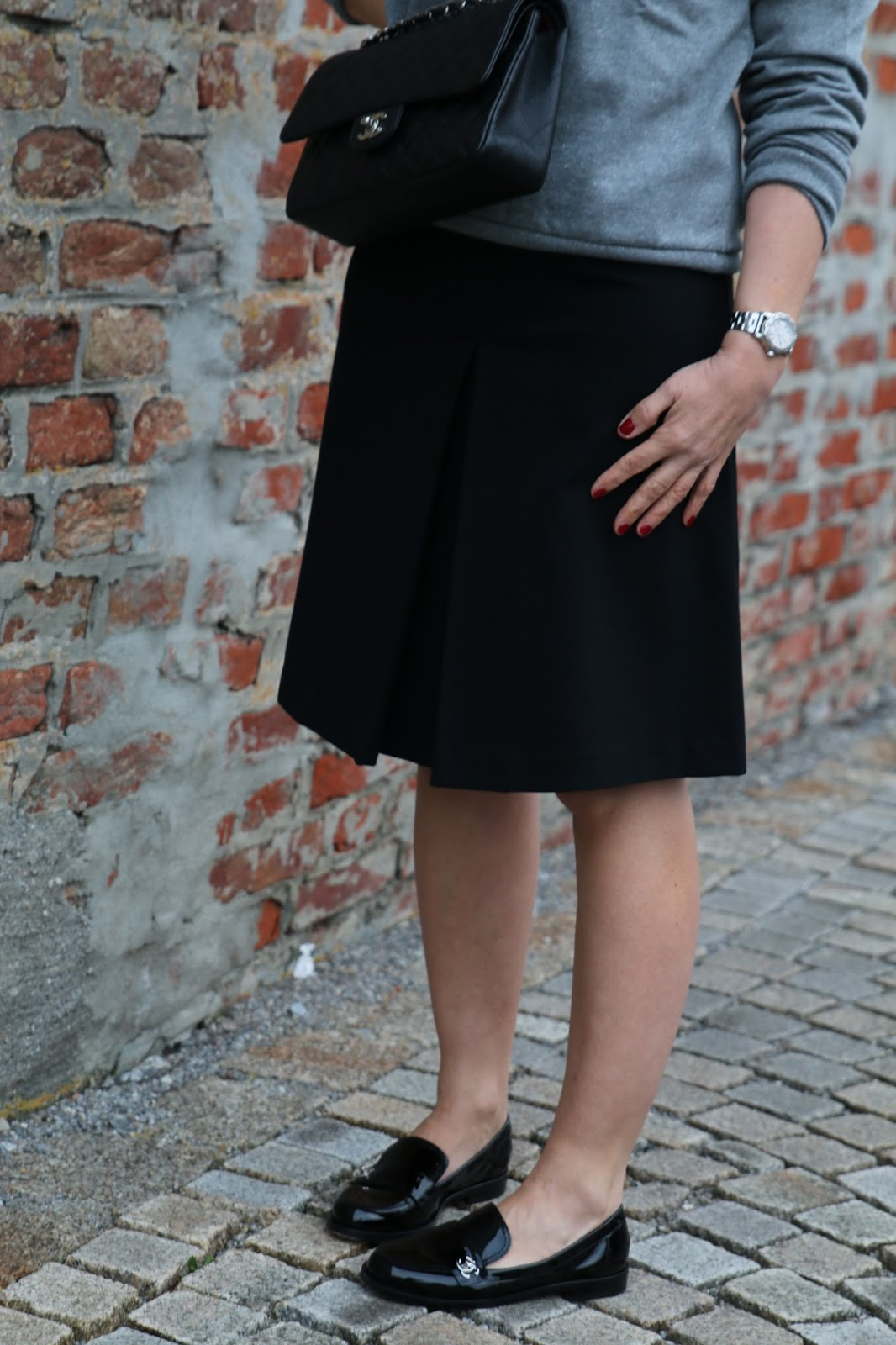 Outfit Chanel shoes, black midi skirt