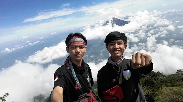 Perjalanan sudahi dengan senyum diatas awan Gunung Sumbing 3371 Mdpl