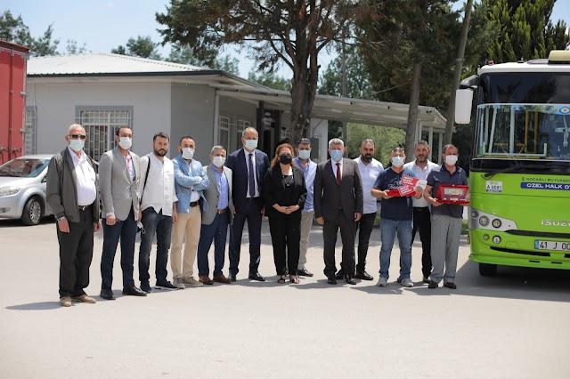 Anadolu Isuzu araçları ile motor kapağı açmadan 1 milyon kilometreyi geçen sürücüleri ödüllendirdi