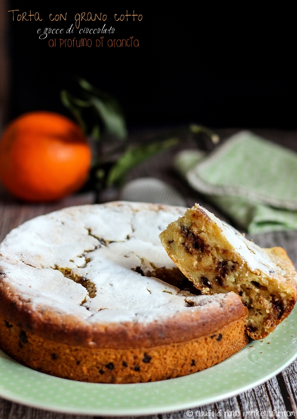 Torta con grano cotto e gocce di cioccolato al profumo di arancia