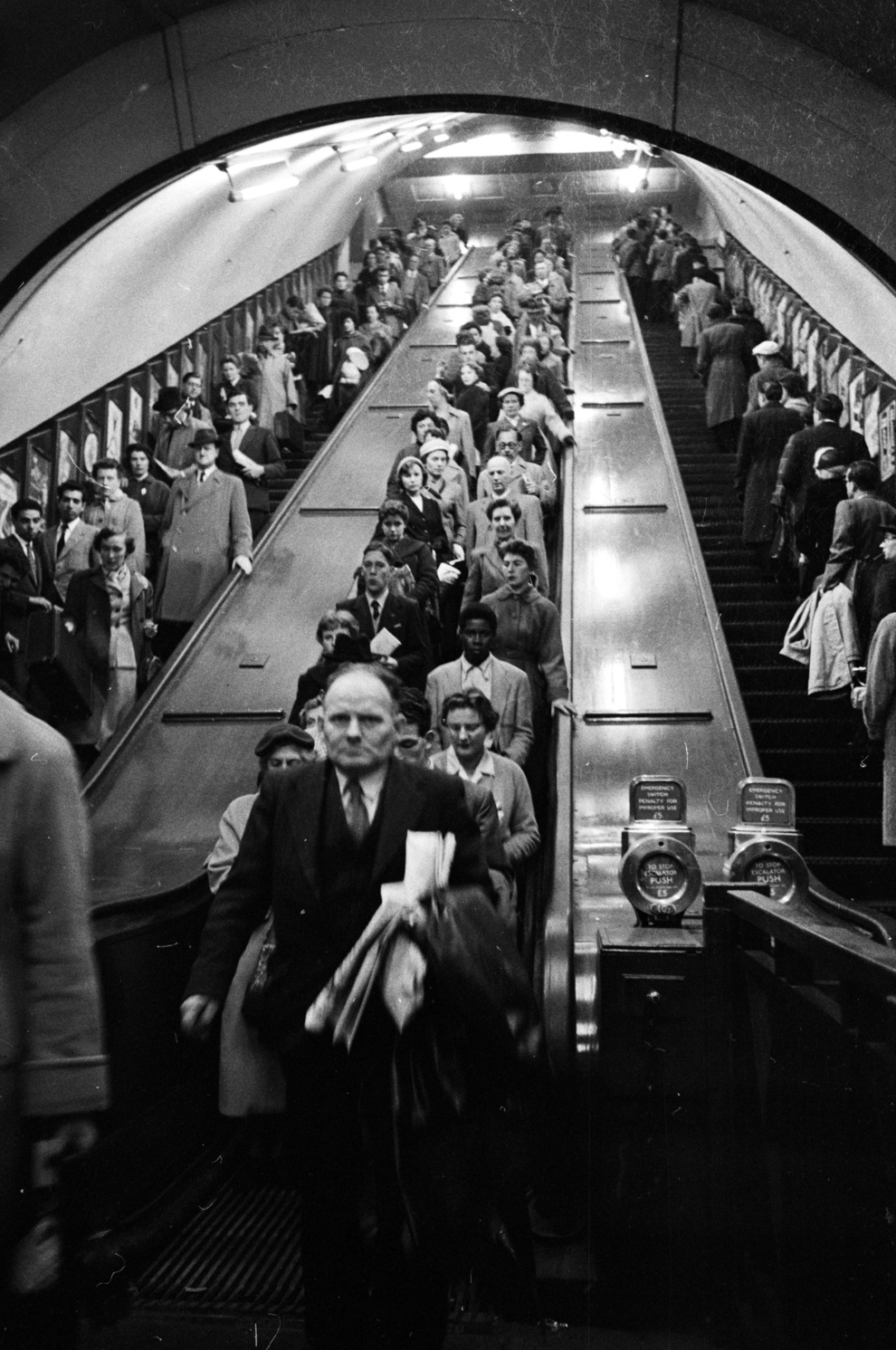31 Gorgeous Makeup Looks To Copy In January: 31 Gorgeous Photos Of The London Underground In The 1950s