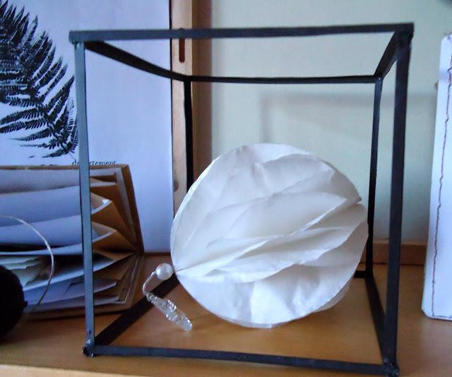 szklane pudełko zastąpiłam tym...... dekoracja z papieru