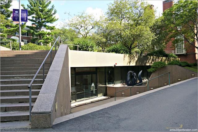 Pusey Library en el Campus Principal de la Universidad de Harvard