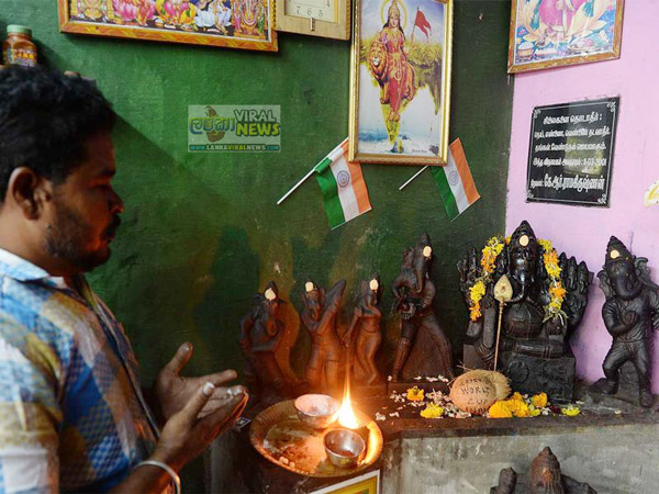 Indian fans pray for India victory with Lord Ganesha idols in different cricketing poses 1