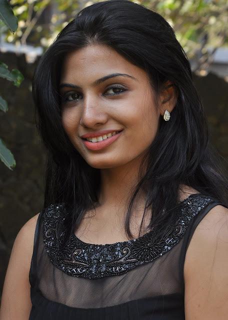 Actress Avani Modi Latest Hot Pics Navel Queens