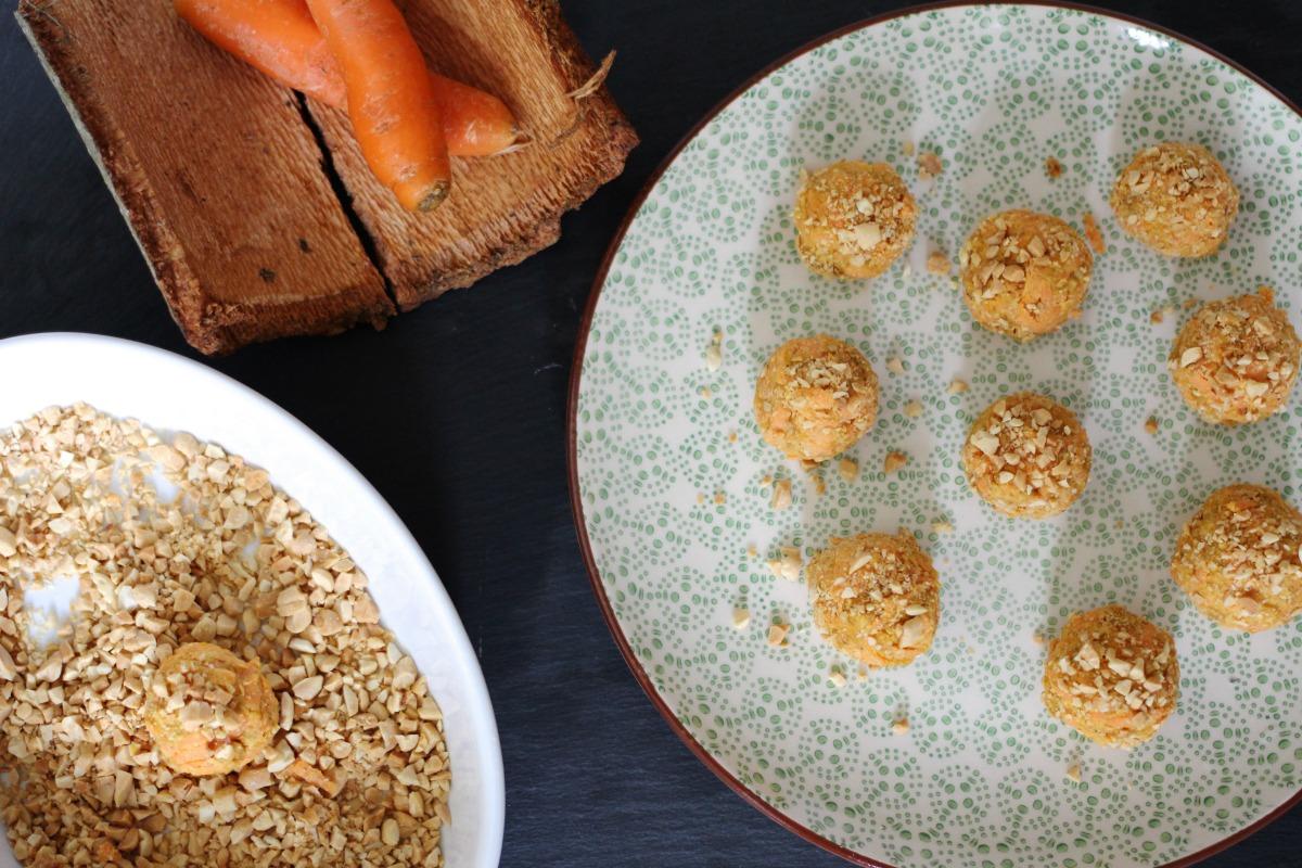 Karotten Erdnuss Bällchen