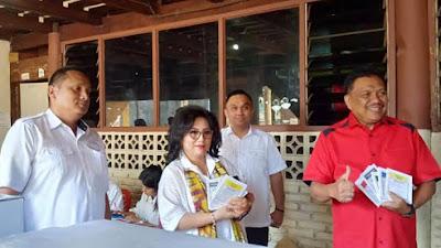 Gubernur Olly dan Ibu Rita Nyoblos di TPS 01 Malalayang
