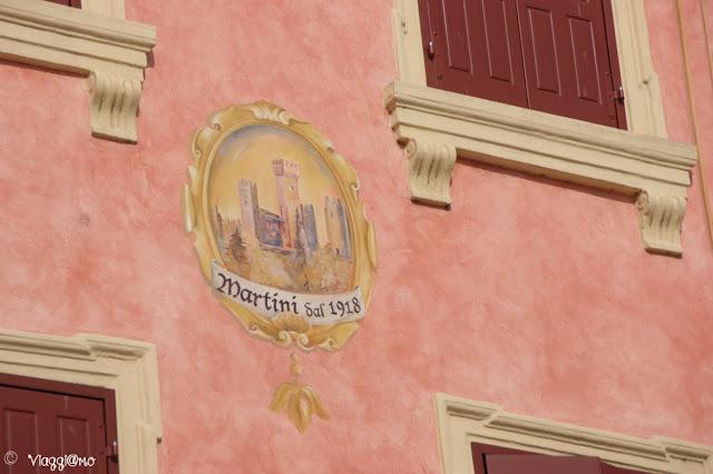 Una delle belle facciate colorate di Valeggio sul Mincio