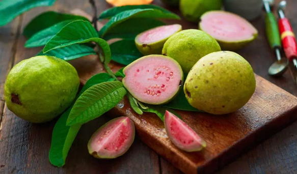 This fruit has a multifariousness of colors such equally pinkish or pinkish together with white six Benefits of Guava