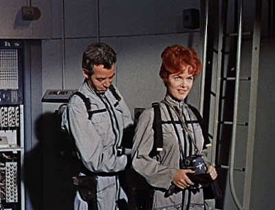 Nora Hayden and Gerald Mohr in The Angry Red Planet (1959)