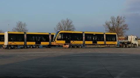 Végre: megérkeztek Magyarországra az új villamosok, hamarosan forgalomba is állhatnak