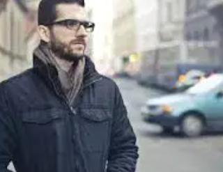 Tips Keren Dalam 5 Menit Dengan T-shirt Agar Pria Terlihat Keren