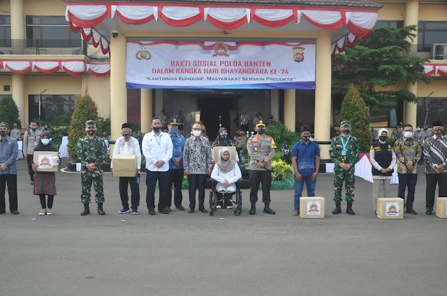 Kapolda Banten Lepas Bantuan di Puncak Baksos Hari Bhayangkara ke 74.