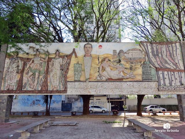 Vista ampla do Painel Homenagem às Artes instalado defronte ao Teatro Paulo Eiró - Santo Amaro - São Paulo