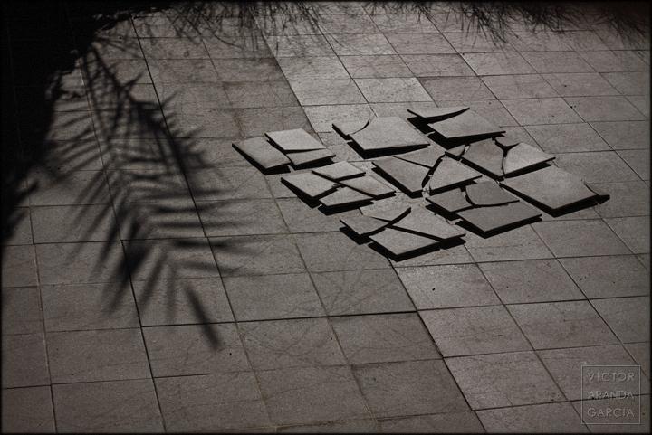 fotografia,fuente_alamo,variaciones,serie,baldosas,rotas,sombra