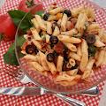 Sałatka makaronowa z suszonymi pomidorami i tuńczykiem